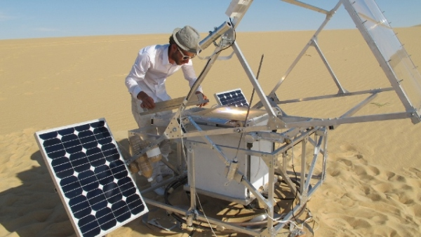 Precise glass objects made from sand and sun. The Solar Sinter was designed by Markus Kayser.